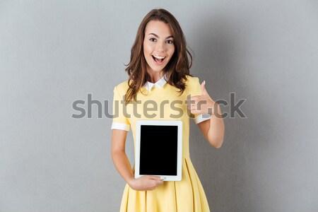 Mosolyog lezser nő mutat táblagép izolált Stock fotó © deandrobot