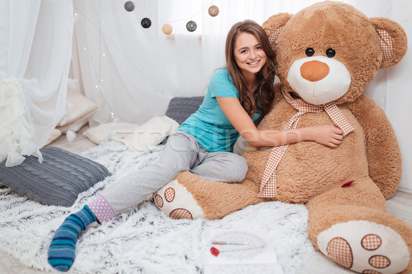Joli souriant fille grand peluche Photo stock © deandrobot