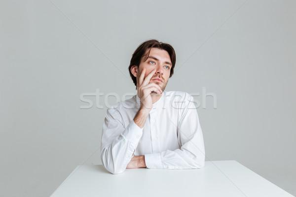 Nadenkend man denken iets vergadering tabel Stockfoto © deandrobot