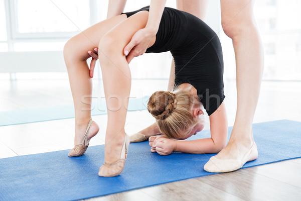 Młodych baleriny dziewczyna kobiet nauczyciel Zdjęcia stock © deandrobot