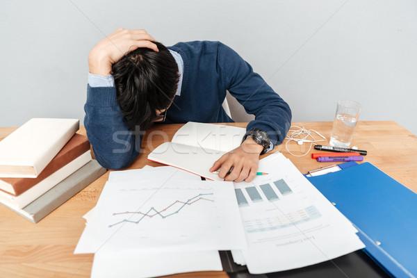 ázsiai férfi asztal jegyzetfüzetek szürke diák Stock fotó © deandrobot