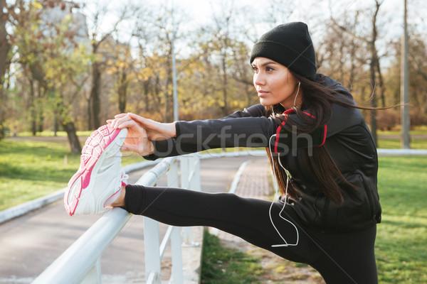 Obraz fitness pani sportu wykonywania Zdjęcia stock © deandrobot