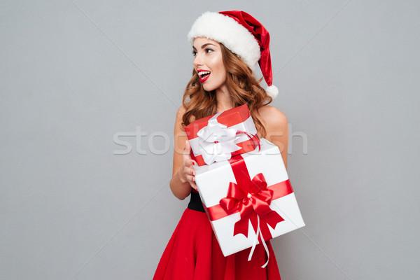Yardımcı büyük küçük hediyeler kadın Stok fotoğraf © deandrobot