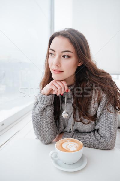 漂亮 年輕女子 毛線衣 坐在 咖啡館 圖片 商業照片 © deandrobot