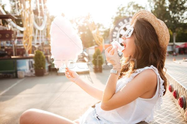 Stok fotoğraf: Yandan · görünüş · kız · güneş · gözlüğü · yeme · pamuk · şeker