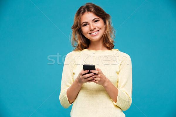 笑顔の女性 セーター スマートフォン 見える カメラ ストックフォト © deandrobot