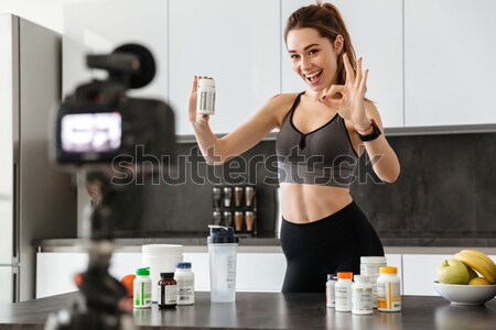 Saine jeune fille vidéo blog aliments sains permanent Photo stock © deandrobot