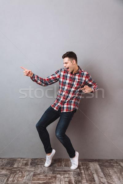 Image heureux homme shirt jeans Photo stock © deandrobot