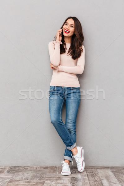 портрет прелестный улыбающаяся женщина модный волос говорить Сток-фото © deandrobot