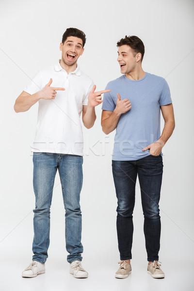 Fotografia dwa przystojny mężczyzn 30s Zdjęcia stock © deandrobot