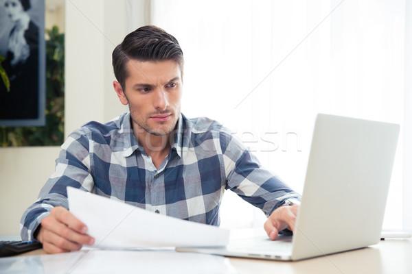 üzletember dolgozik iroda portré jóképű fiatal Stock fotó © deandrobot