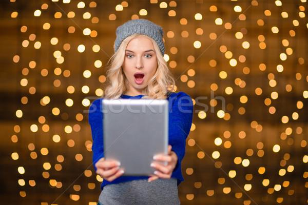 Meglepett szőke nő táblagép portré ünnep fények Stock fotó © deandrobot