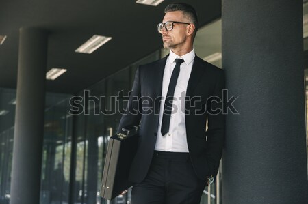 Empresario negro abrigo pie manos atractivo Foto stock © deandrobot