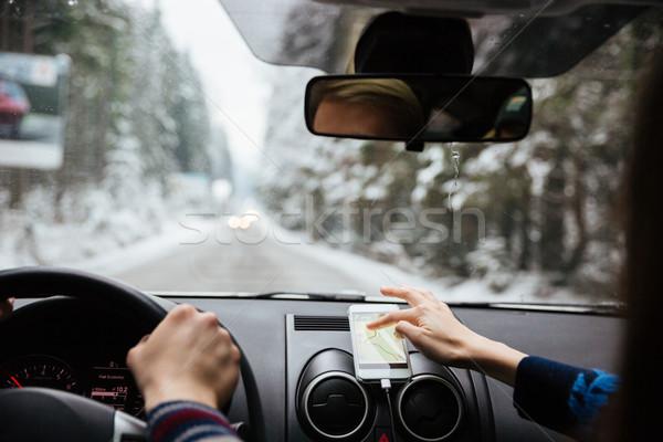 Mãos casal condução navegação telefone móvel ver de volta Foto stock © deandrobot