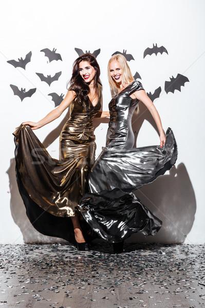 Deux jeunes femmes halloween vampire maquillage Photo stock © deandrobot