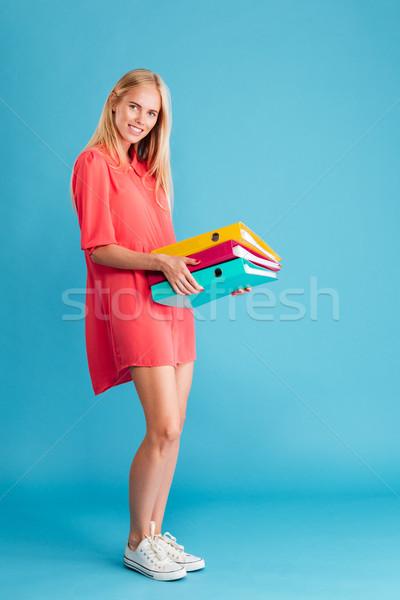 Foto stock: Sorridente · bastante · mulher · jovem · documentos