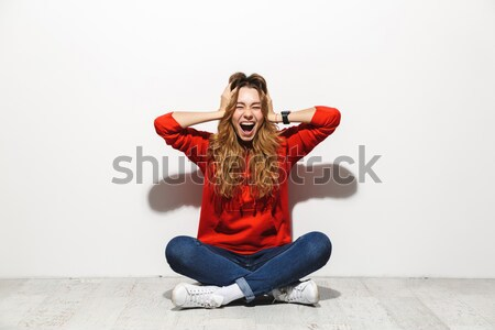 Cool shirt vergadering poseren studio Stockfoto © deandrobot