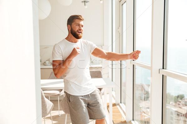 Glimlachend bebaarde man venster home huis Stockfoto © deandrobot