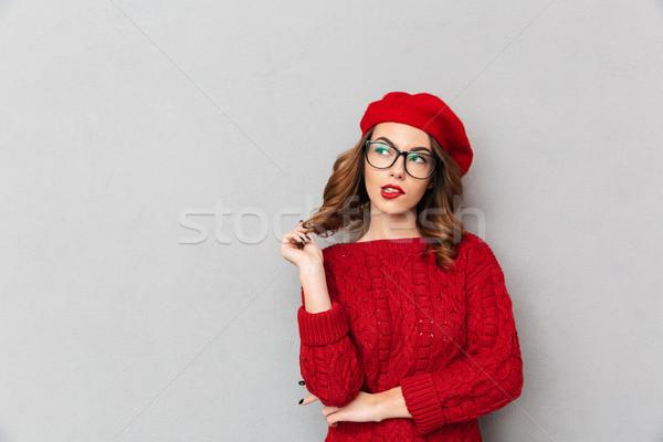 肖像 女子 紅色 毛線衣 眼鏡 商業照片 © deandrobot