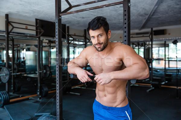 Männlich Bodybuilder ruhend parallel Bars Porträt Stock foto © deandrobot