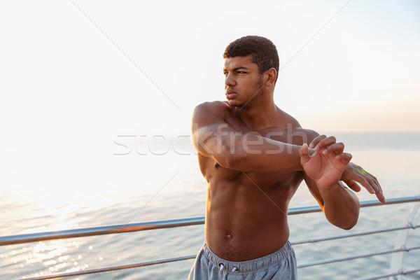 Athlétique africaine permanent bras Photo stock © deandrobot