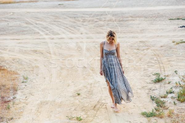 Szomorú gyönyörű fiatal nő sétál út teljes alakos Stock fotó © deandrobot