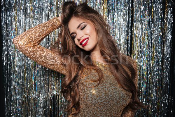 Mulher vestido de noite posando sorridente Foto stock © deandrobot
