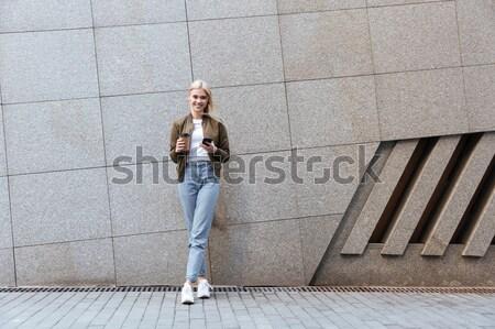 Shot jonge vrouw lopen straat jonge blonde vrouw Stockfoto © deandrobot