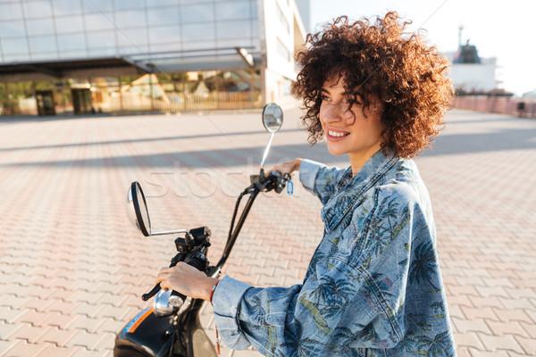 élégant femme souriante séance modernes moto extérieur Photo stock © deandrobot