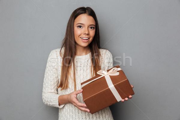 Portret gelukkig meisje trui aanwezig vak Stockfoto © deandrobot