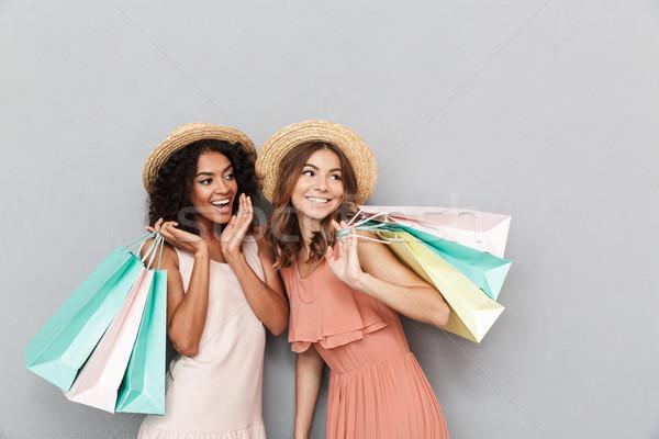 Retrato dois feliz mulheres jovens verão roupa Foto stock © deandrobot