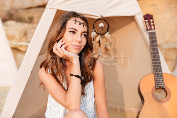 Sorridente belo hippie menina praia Foto stock © deandrobot