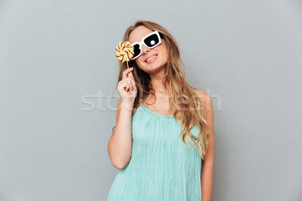 Mutlu genç kadın güneş gözlüğü lolipop kadın Stok fotoğraf © deandrobot