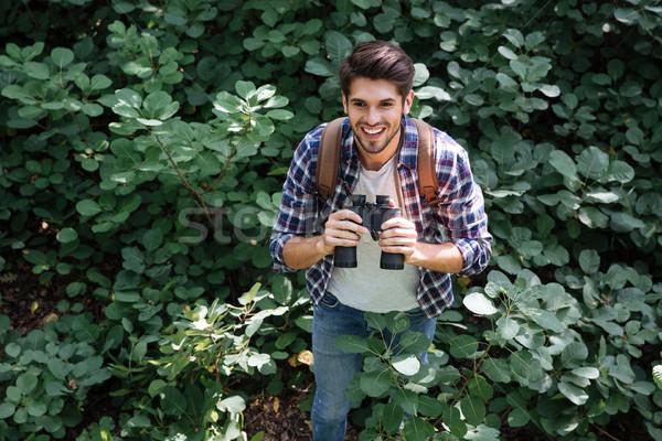 Front widoku człowiek lornetki lasu powyżej Zdjęcia stock © deandrobot