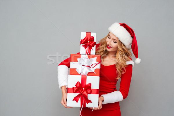 Vonzó szőke nő áll halom ajándékdobozok izolált Stock fotó © deandrobot
