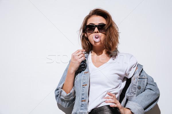 Fiatal hölgy fúj buborék rág íny Stock fotó © deandrobot