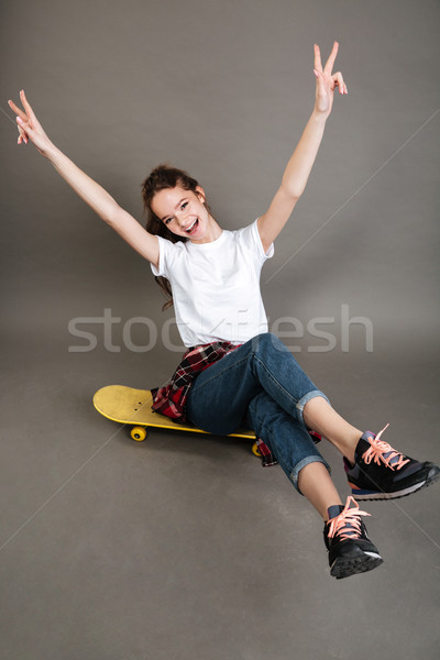 счастливым улыбаясь подростка девушка сидят скейтборде Сток-фото © deandrobot
