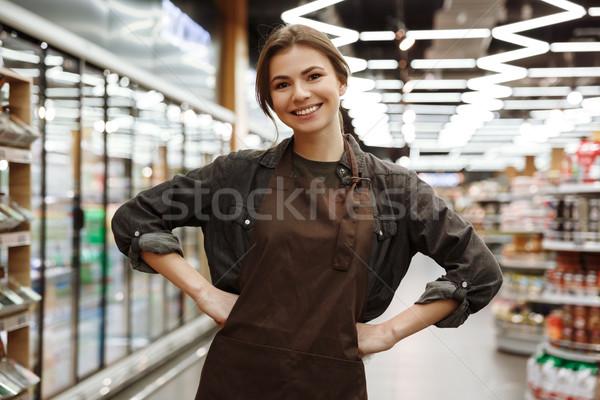 Heiter Frau Supermarkt Auswahl Produkte Bild Stock foto © deandrobot