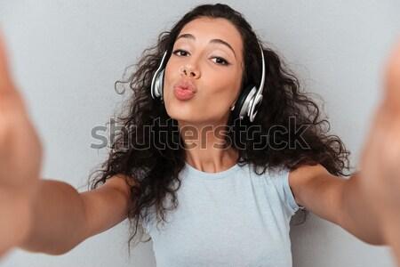 小さな 気楽な 女性 キス リスニング ストックフォト © deandrobot