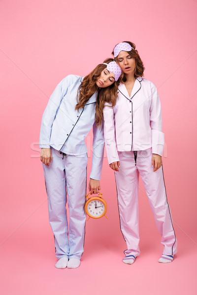 Vrienden vrouwen pyjama geïsoleerd roze slapen Stockfoto © deandrobot