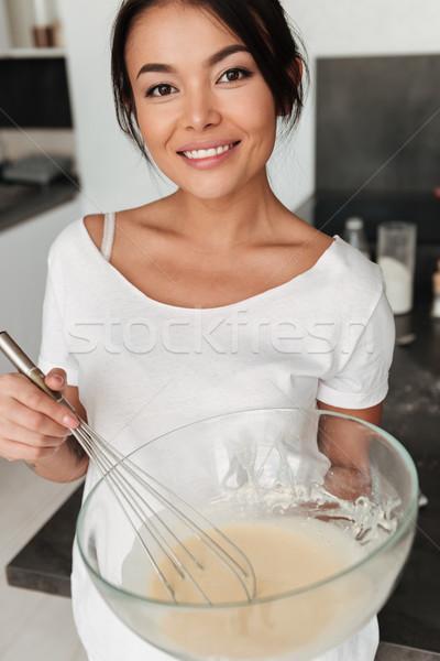 Gülen genç kadın ayakta mutfak ev görüntü Stok fotoğraf © deandrobot