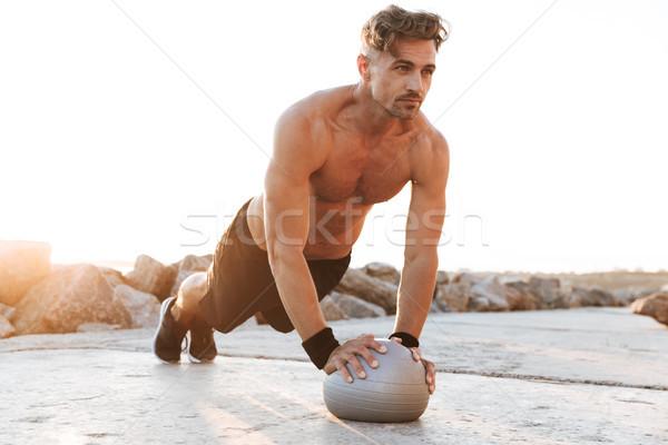 Retrato motivado sin camisa pequeño fitness Foto stock © deandrobot
