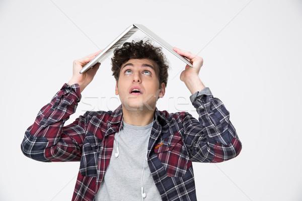 Férfi tart laptop fej ahogy tető Stock fotó © deandrobot