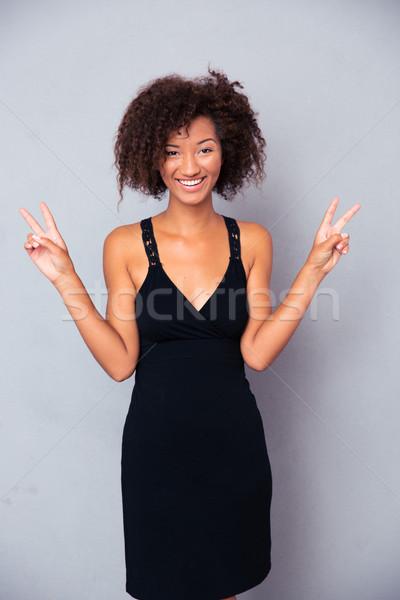 африканских женщину победу пальцы портрет Сток-фото © deandrobot