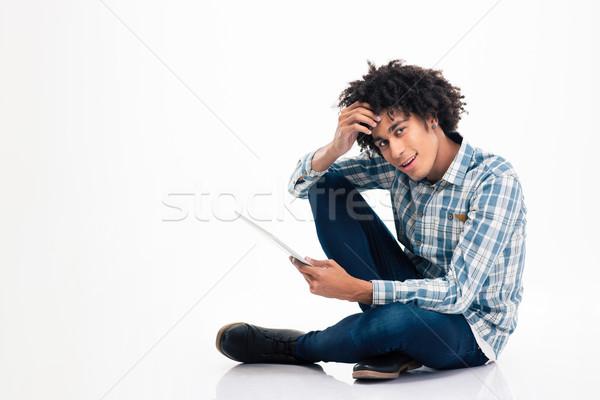 афро американский человека сидят полу портативного компьютера Сток-фото © deandrobot