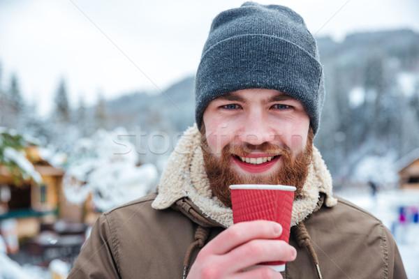Alegre barbado hombre potable caliente café Foto stock © deandrobot