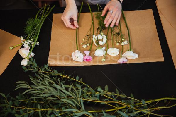 Mains femme fleuriste fleurs Photo stock © deandrobot