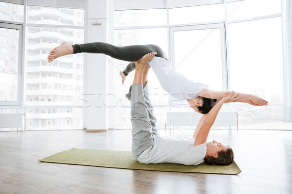 Békés fiatal pér gyakorol jóga stúdió együtt Stock fotó © deandrobot