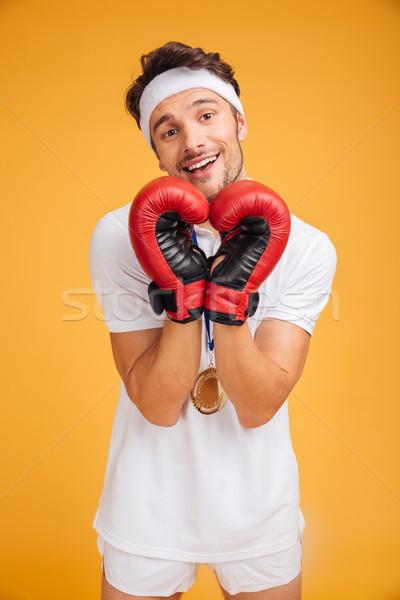 Feliz homem boxeador vermelho luvas Foto stock © deandrobot