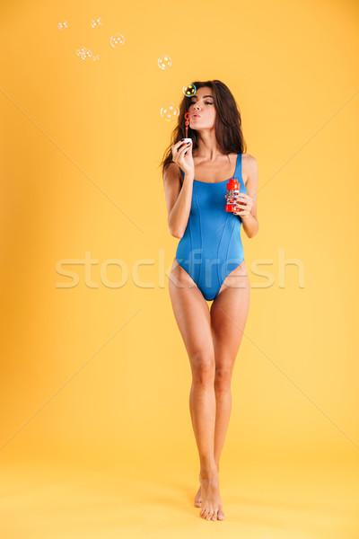 Femme bleu nager vêtements bulles de savon Photo stock © deandrobot